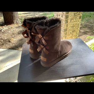 Great condition-women's Bailey Bow Uggs dark brown